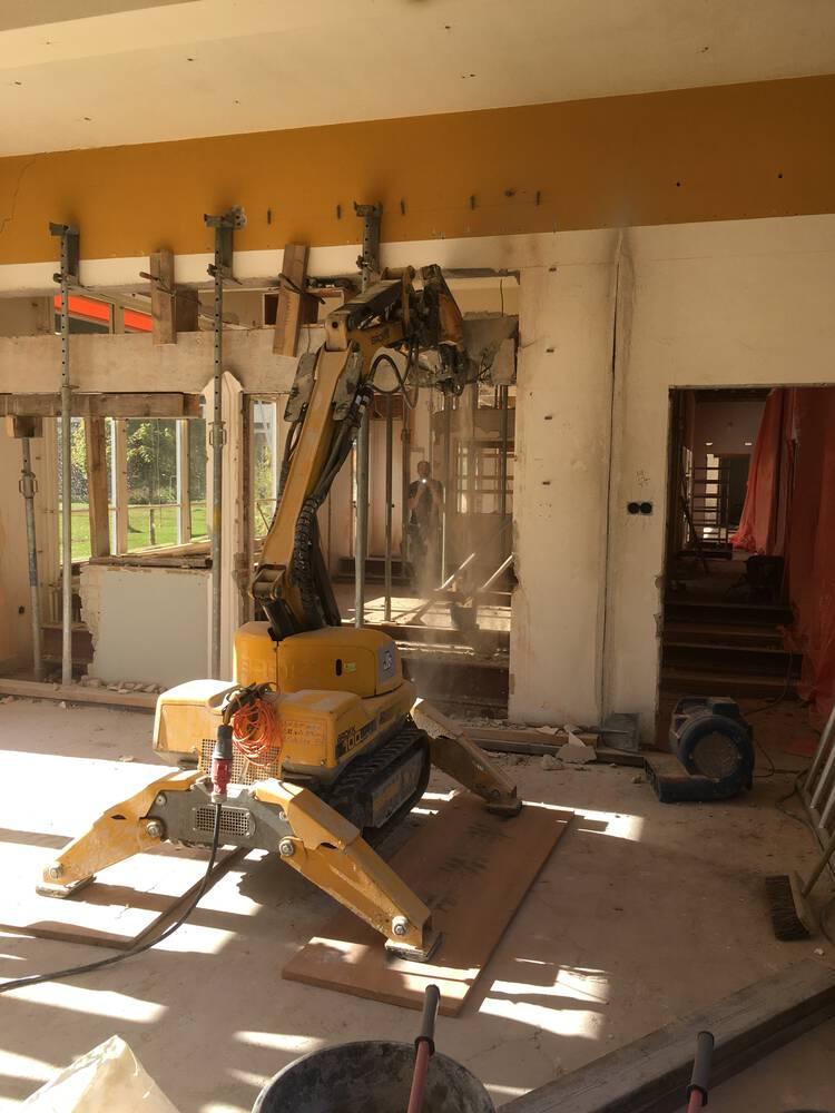 Beton constructies knippen met slooprobot